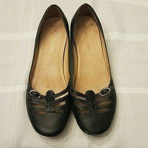 Arturo Chiang size 6 black leather flats